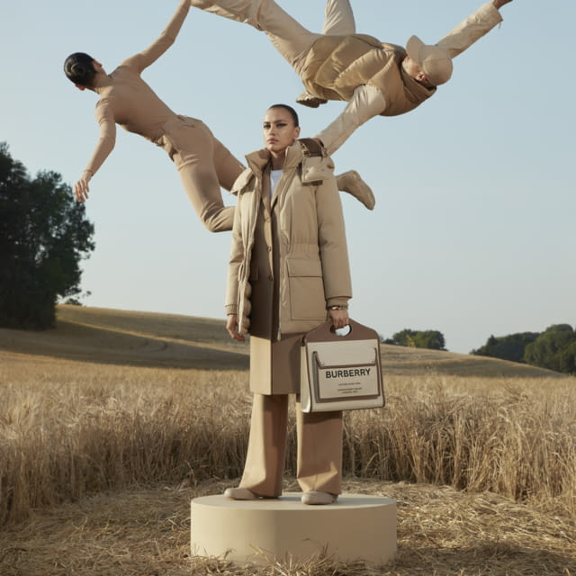 BURBERRY REVEALS ITS OUTERWEAR CAMPAIGN
