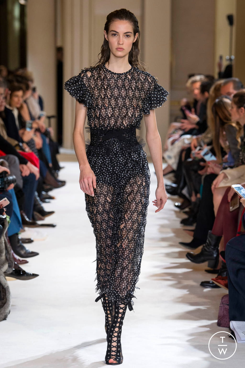 Fashion Week Paris Fall/Winter 2017 look 26 from the Giambattista Valli collection womenswear